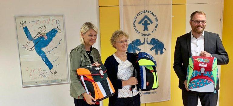 Büchertaschen-Aktion der Sparda-Bank beim Kinderschutzbund Erlangen